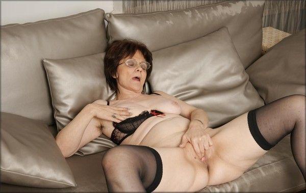 femme qui ecarte les cuisses vieilles saloppes