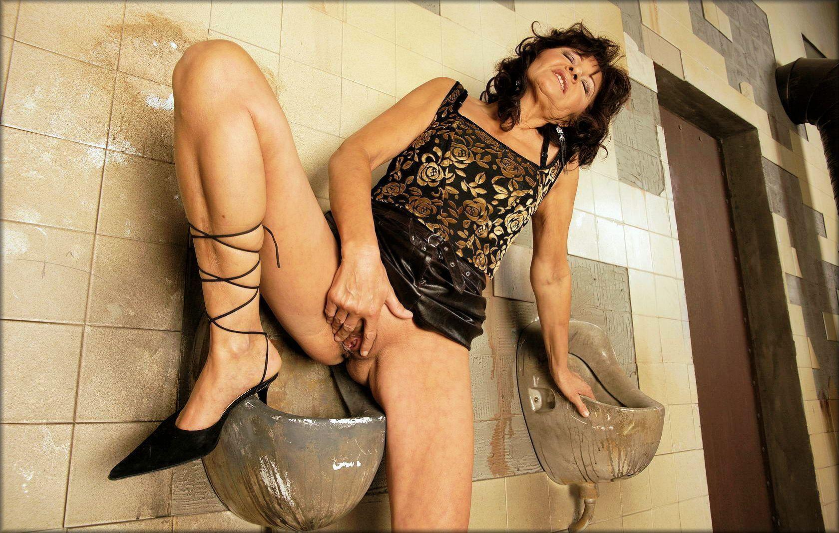 Секс Порно Зрелые Туалет